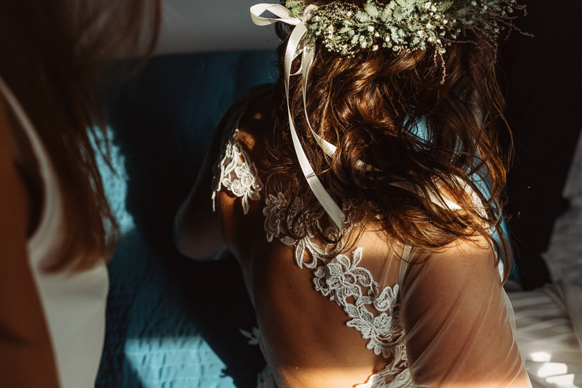 detale,przygotowania,slub w polnej zdroj,wedding in polna zdroj,wlen polna zdroj slub,przygotowania polen kwiaty we wlosach,